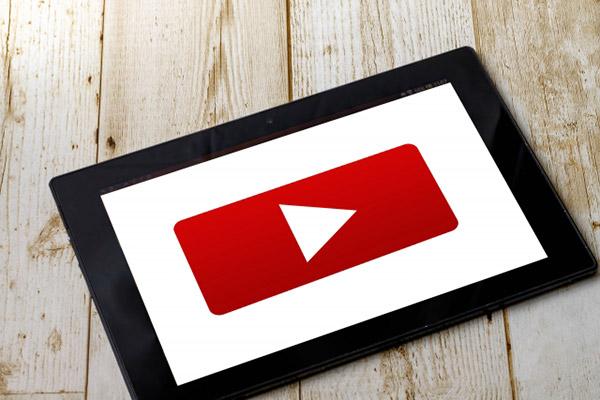 youtubeの画面が移るタブレット